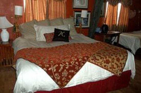 The Dumplin Patch Bed and Breakfast: Hopi Room - Family Suite