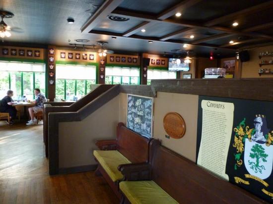 connors irish pub dcor intrieur digne dun resto pub plusieurs banquettes