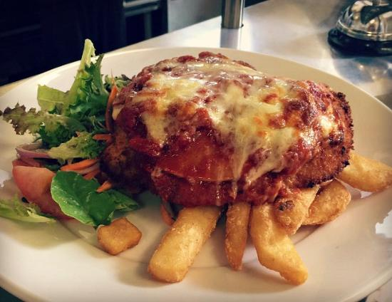 Queenscliff, Australia: Chicken Parma