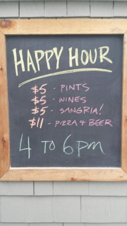 Mayne Island, Canada: Happy hour!