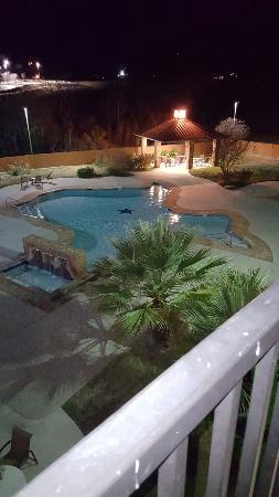 Holiday Inn Express Hotel & Suites: Clean, large suite with huge balcony and view of Texas shaped pool