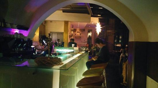 M1 Cafe-Bar