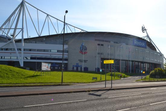 Bolton, UK: スタジアム正面