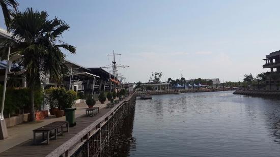 pinggir sungai ジャカルタ martabak pecenongan 65aの写真