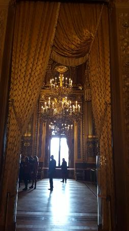Parigi, Francia: the main stairs, the stage and hall.