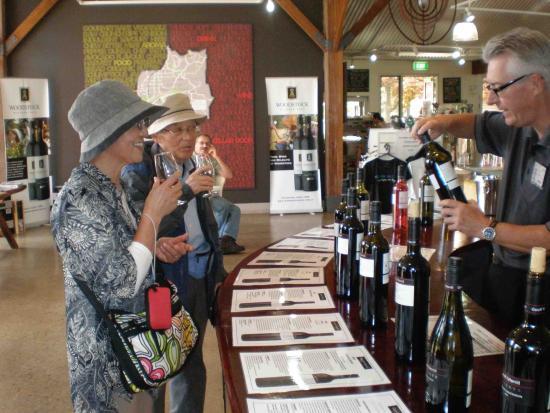 McLaren Vale, Australia: Free Wine Tasting @ the Visitor Centre