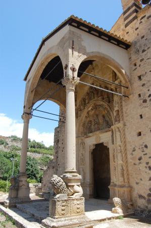 Militello in Val di Catania, Italie : S. Maria la Vetere. Portale e protiro (seconda metà XV sec.-inizio XVI sec.).