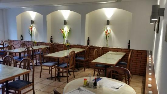 Café Restaurant Chez John: Les animaux. Sont bienvenu ✌