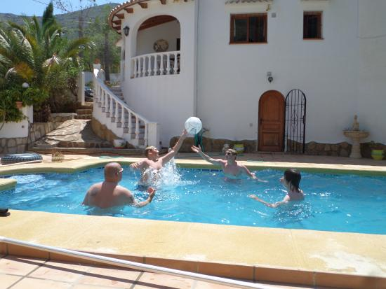 Parcent, Spagna: Having fun in the pool!
