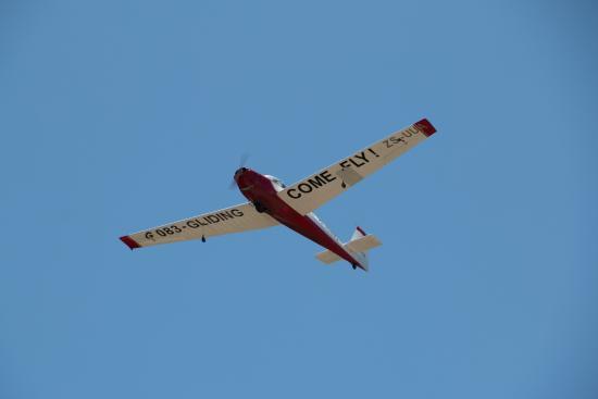 เพลตเตนเบิร์กเบย์, แอฟริกาใต้: Glider at takeoff.
