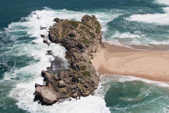 เพลตเตนเบิร์กเบย์, แอฟริกาใต้: Robberg Nature Reserve from the air.