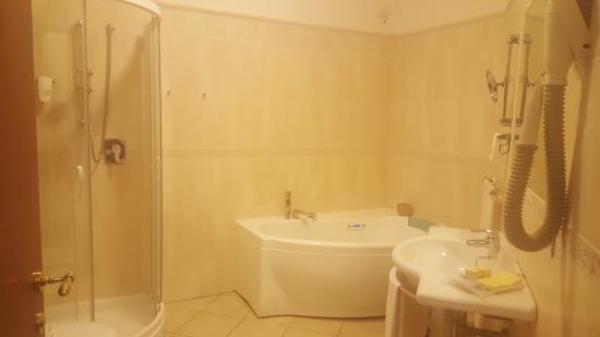 Vasca Da Bagno Sovrana Prezzi.Bagno Camera 224 Foto Di Hotel Sovrana Rimini Tripadvisor