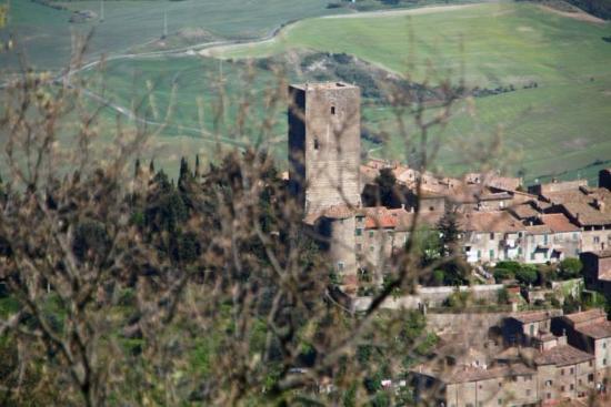 Montecatini Val di Cecina, Italia: Torre e paese vecchio
