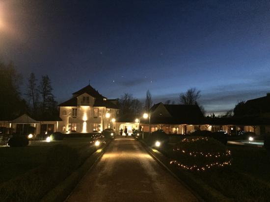 Relais & Chateaux - Hostellerie de Levernois: Au crépuscule
