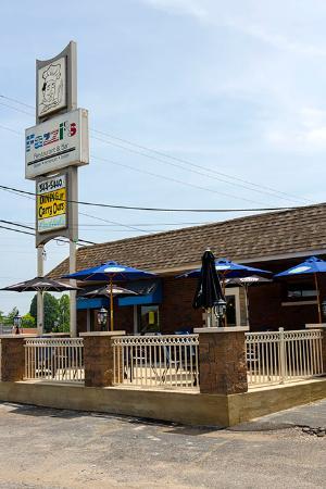 Collinsville, IL : Fazzi's Patio