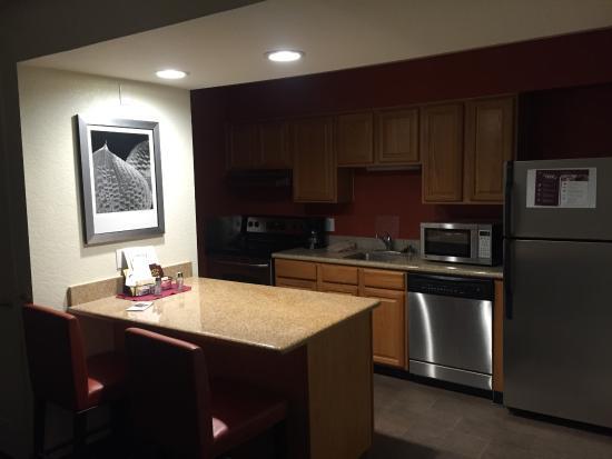 Residence Inn Ontario Airport: Kitchen
