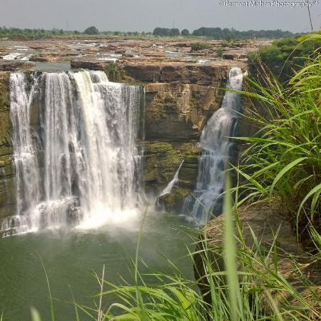 Rewa, India: Fabulous waterfall with stunning canyons. PURVA FALLS