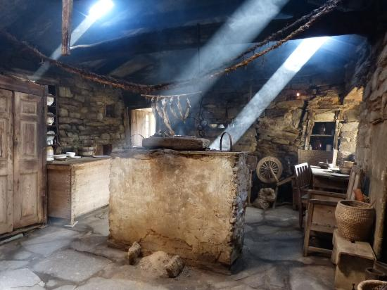 Birsay, UK: The firehoose with it's open central hearth
