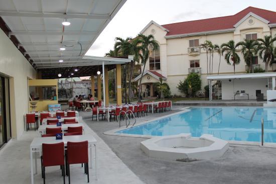 Prince Hotel: Pool Bar