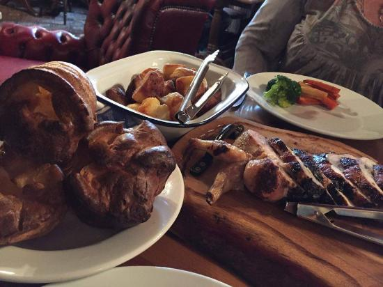 Winkleigh, UK: Roasties and yorkshires