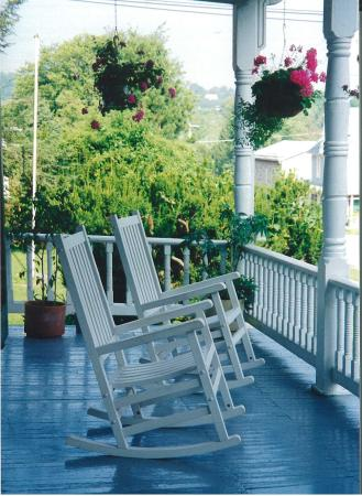 The Angler's Inn Bed and Breakfast: Our Front and Back Porches offer perfect ambience for relaxing with a morning coffee or glass of