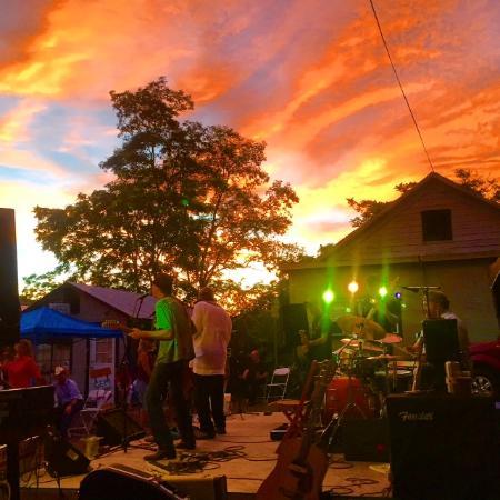 Mariposa, CA: Live music
