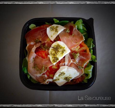 Порте-сюр-Гаронн, Франция: salade feuilles de chene et épinard mozarella pesto jambon sérano