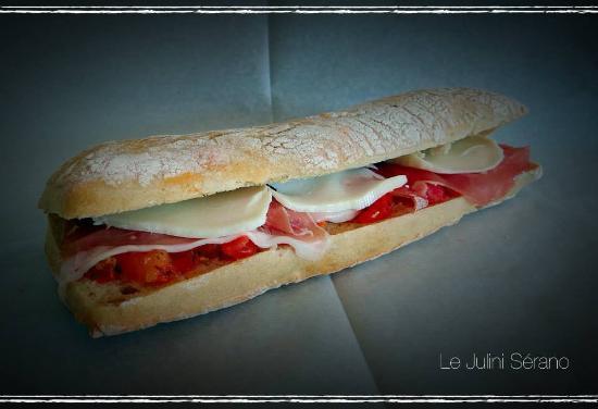 Порте-сюр-Гаронн, Франция: Panini Sérano tartare de tomate mozarella