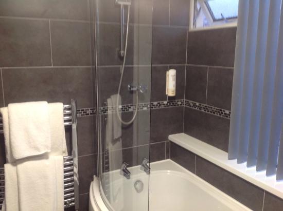 Lostwithiel, UK: Bathroom room 16