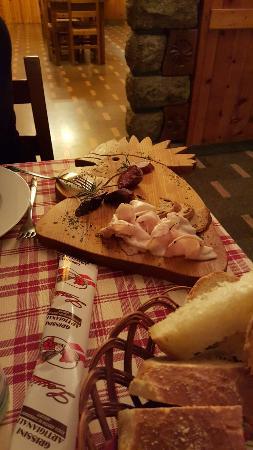 Montjovet, Italia: 20160131_201303_large.jpg
