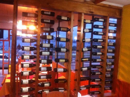 Magnolia restaurant la herradura: Mostrador de vinos