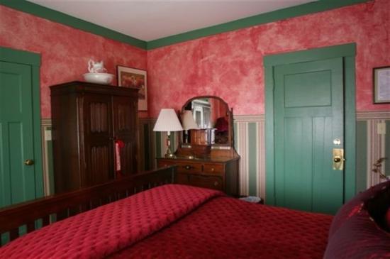 Clair's Bed & Breakfast: The Garnet Room