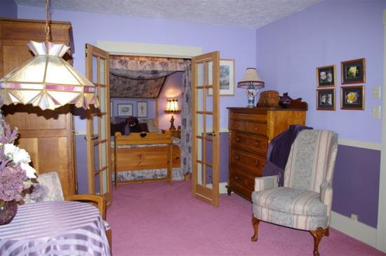 Clair's Bed & Breakfast: The Amethyst Suite