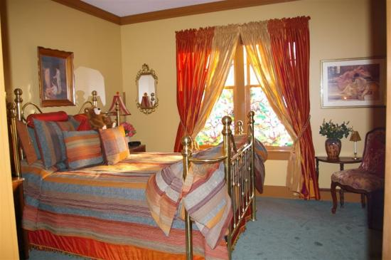 Clair's Bed & Breakfast: The Amber Room