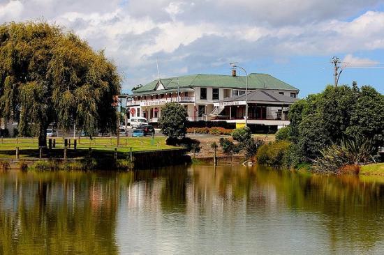 Waiuku, Nueva Zelanda: Hotel veiw from water edge