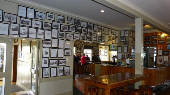 Waiuku, Nueva Zelanda: Bar with over 520 historic photos