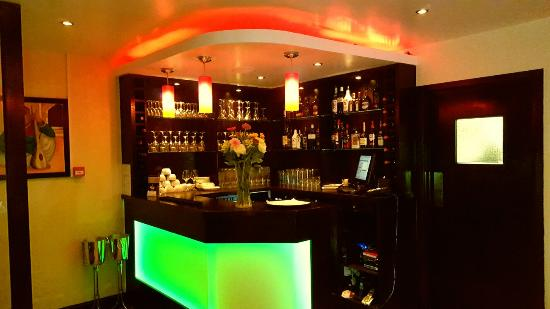 Virginia Water, UK: Bar 2