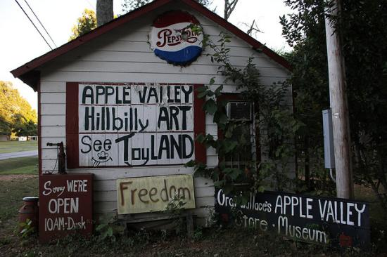 Apple Valley Hillbilly Garden and Toyland : We'll be back!
