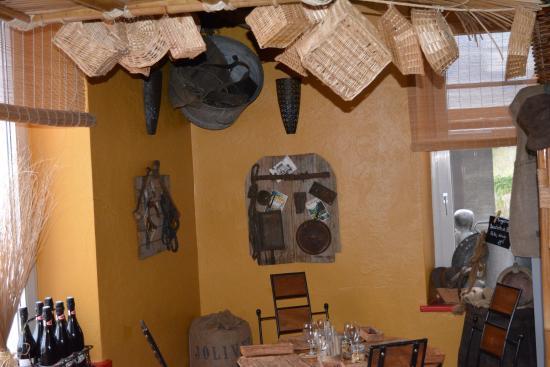 Saint Die des Vosges, Γαλλία: Décoration sympas à l'intérieur.... A découvrir....