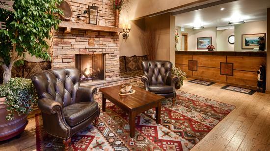 BEST WESTERN PLUS ClockTower Inn: Front desk and lobby