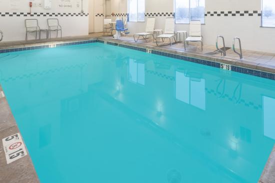 Baymont Inn & Suites Santa Fe: Indoor Heated Pool