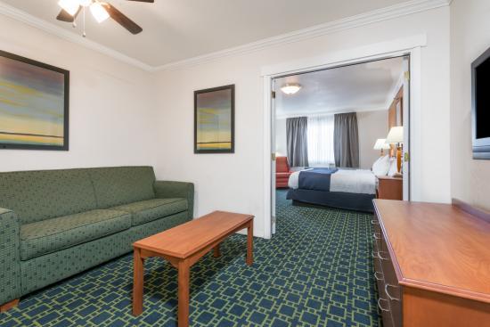 Baymont Inn & Suites Santa Fe: Deluxe King Suites