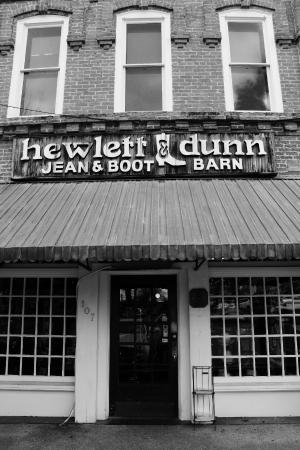 Hewlett & Dunn Jean & Boot Barn