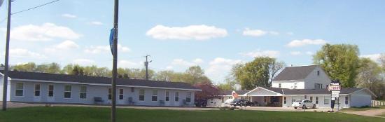 Pelican Motel exterior