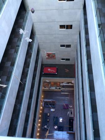 Four Points by Sheraton Mexico City Col. Roma: Desde los cuartos al lobby del hotel: ruido
