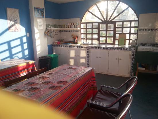 Hostal Chasqui: Cosina amplia y equipada (WI-FI) ubicada en la terraza con una maravillosa vista