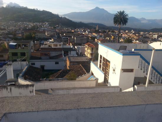 Hostal Chasqui: Por la buena ubicación del hostal  se puede apreciar las hermosas vistas de la ciudad y los volc