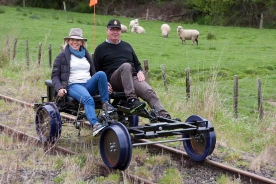 Taumarunui, Новая Зеландия: Pedalling along the line in the King Country