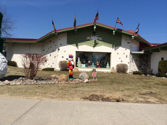 Frankenmuth River Place Shops: Bronner's Christmas Wonderland