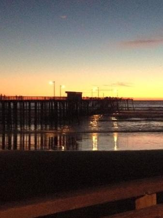 Ocean Palms Motel: Sunset by pismo pier